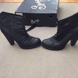 Seychelles Black Leather Booties.  Secret NB03614